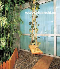 落地飘窗铺满鹅卵石阳台与卧室之间用鹅卵石区分功能晒着